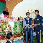 गुरमीत राम रहीम अपने पुत्र जसमीत सिंह इन्सां (मध्य) के साथ और साथ में विराट कोहली