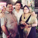 कुलदीप यादव अपने माता-पिता के साथ