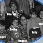 धर्मेंद्र अपने परिवार के साथ (अपनी पहली पत्नी प्रकाश कौर और बच्चे विजिता, अजिता, सन्नी और बॉबी देओल के साथ)