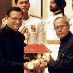 रजत शर्मा पद्मभूषण पुरस्कार प्राप्त करते हुए