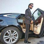 रणवीर सिंह अपनी  कार के साथ