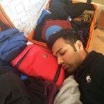 रोहित शर्मा सोते हुए है