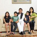 डिम्पल यादव अपने परिवार के साथ