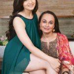 आलिया भट्ट अपनी माता सोनी राजदान के साथ