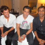 ऋतिक रोशन सलमान खान के साथ धूम्रपान करते हुए