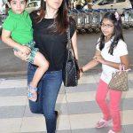 करिश्मा कपूर अपने बच्चों के साथ