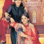 रवीना टंडन अपनी दत्तक पुत्रियों के साथ