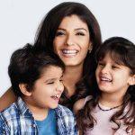 रवीना टंडन अपने बच्चों के साथ