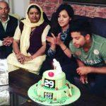 सुरेश रैना अपने माता-पिता और पत्नी के साथ