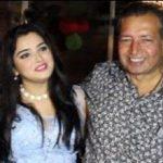 आम्रपाली दुबे अपने परिवार के साथ