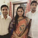 काजल राघवानी अपने भाइयों के साथ