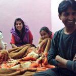 कुमार विश्वास की पत्नी और बेटियों के साथ