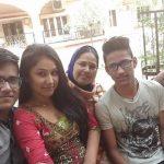 प्रियंका पंडित अपने परिवार के साथ