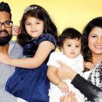 रम्भा अपने पति और बेटियों के साथ