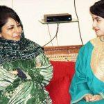 ज़ायरा वसीम जम्मू कश्मीर की मुख्यमंत्री महबूबा मुफ़्ती सईद के साथ