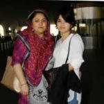 ज़ाहिरा वसीम अपनी माँ जर्का वसीम के साथ