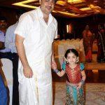 अजित कुमार अपनी बेटी अनुष्का के साथ