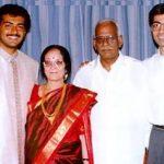 अजित कुमार अपने माता - पिता और भाई के साथ