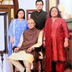 अरुण जेटली अपनी पत्नी और बच्चों के साथ
