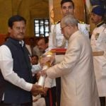 अरुनाचलम मुरुगनांथम पद्म श्री पुरस्कार प्राप्त करते हुए