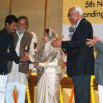 अरुनाचलम मुरुगनांथम राष्ट्रीय नवप्रवर्तन अवार्ड के साथ