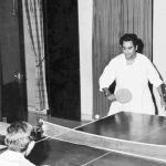 किशोर कुमार टेबल टेनिस खेलते हुए