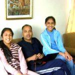 जयराम ठाकुर अपनी बेटियों के साथ