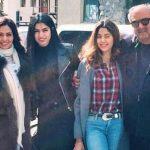 जाह्नवी कपूर अपने माता-पिता और अपनी बहन खुशी कपूर के साथ