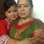 भारती सिंह अपनी माँ के साथ