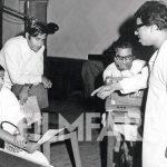 राजेश खन्ना किशोर कुमार के साथ गीत रिकॉर्डिंग के दौरान