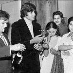राजेश खन्ना धूम्रपान और शराब पीते हुए