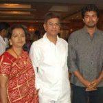 विजय अपने माता-पिता के साथ