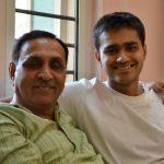 विजय रुपाणी अपने बेटे रूषभ के साथ
