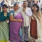 विनोद दुआ अपनी पत्नी और बेटियों के साथ