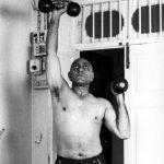 अमरीश पुरी व्यायाम करते हुए