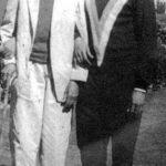अमरीश पूरी अपने पिता के साथ (दाईं ओर)