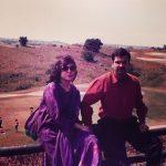 अलका याग्निक अपने पति के साथ