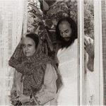 इंदिरा गांधी धीरेंद्र ब्रह्मचारी के साथ