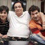 कादर खान अपने बेटों के साथ