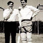 दिलीप कुमार क्रिकेट खेलते हुऐ