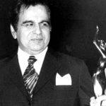 दिलीप कुमार फिल्मफेयर अवॉर्ड के साथ