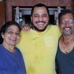 नाना पाटेकर अपनी पत्नी और बेटे के साथ