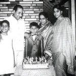 मोहम्मद रफ़ी अपनी पत्नी बिल्किस और बच्चों के साथ