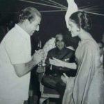मोहम्मद रफ़ी फिल्मफेयर पुरस्कार ग्रहण करते हुए