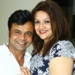 राजपाल यादव अपनी पत्नी के साथ