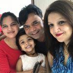 राजपाल यादव अपने परिवार के साथ