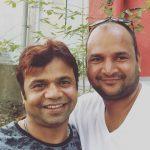 राजपाल यादव अपने भाई के साथ