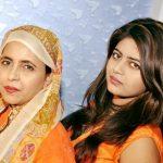 शबीना अदीब अपनी बेटी तूबा जौहर के साथ