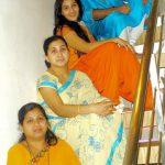 शिल्पा शिंदे अपनी बहनों और भाई के साथ