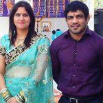 सुशील कुमार अपनी पत्नी के साथ